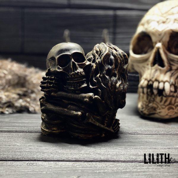 Свеча «Объятия скелетов»