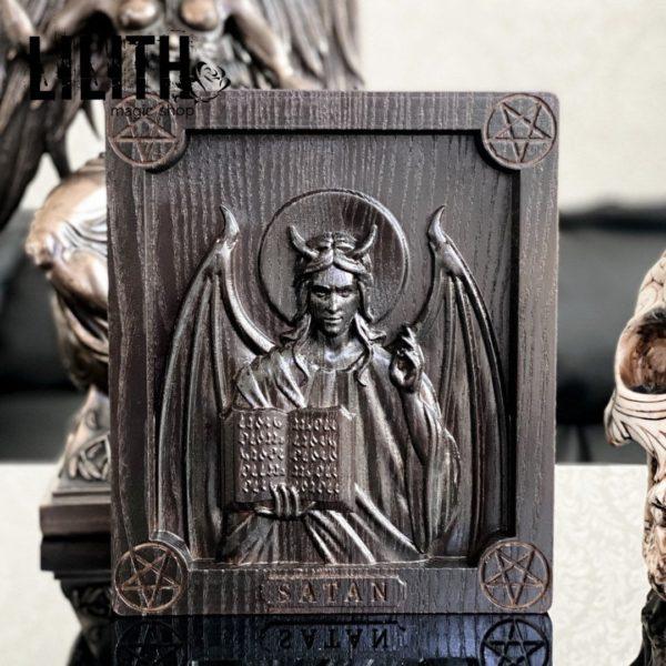 Икона Сатаны из дерева